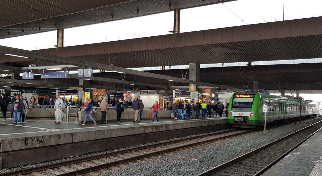 Электричка S-Bahn в Дюссельдорфе