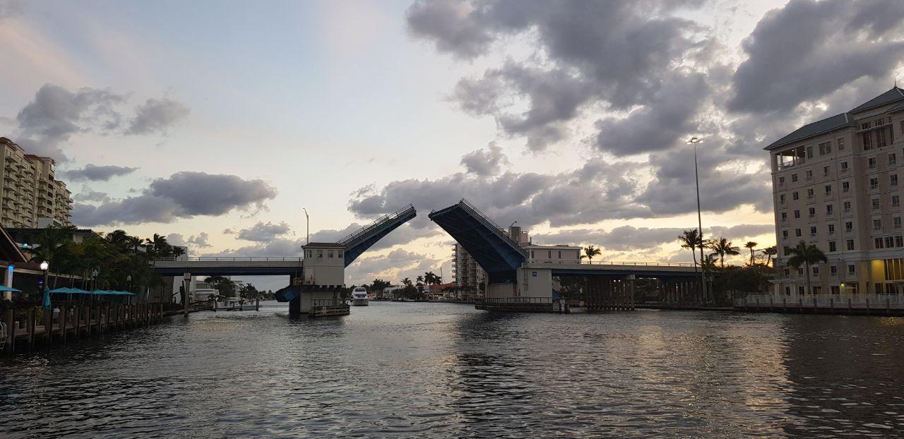 Развод мостов в Майами